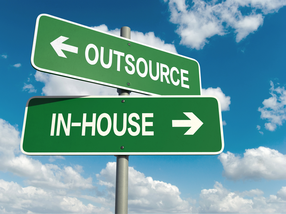 The Pros & Cons of Software Outsourcing Projects